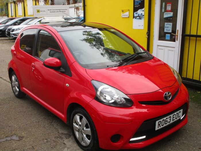 Toyota Aygo 1.0 VVT-i Move with Style 5dr Satnav Bluetooth  £0 Road TAX Hatchback Petrol Metallic Red/black Roof